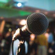Micrófono standup comedy monólogo