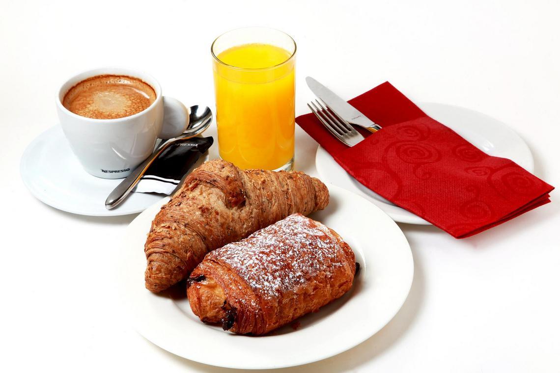 Desayuno con bollería Barra de Sandó