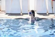 Piscina Modelo con Gafas dentro del agua